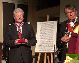 11. po prawej: Bogdan Boguszewski uhonorowany Bursztynowym Krzyżem Zasługi, obok Jan Sylwestrzak