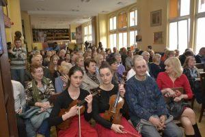 publiczność podczas benefisu w sali Zbigniewa Herberta (2)