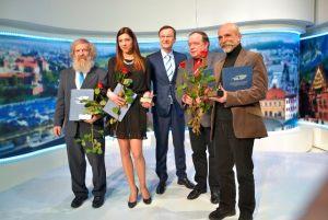 laureaci XXIV finału konkursu Dziennikarz Roku 2014, od lewej: Aleksander Doba, Anna Pawlak, Paweł Wiśniewski - prowadzący Galę, Bogdan Twardochleb, Marek Rudnicki