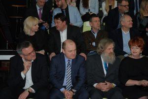 Od lewej: Krzysztof Soska - wiceprezydent miasta Szczecin, Piotr Krzystek - prezydent miasta Szczecin, Aleksander Doba z żoną Gabrielą