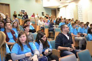 młodzież biorąca udział w konkursie - rozdanie nagród