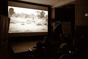 """projekcja filmu - kadr z filmu """"Wielka Zielona Ściana - Afryka Afryce"""""""