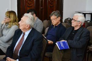 dziennikarze słuchający wykładu dr Flasińskiego