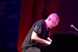 przy fortepianie Marcin Wasilewski