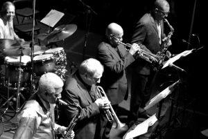 sekcja dęta The Cookers: saksofon tenorowy, trąbka, trąbka, saksofon altowy