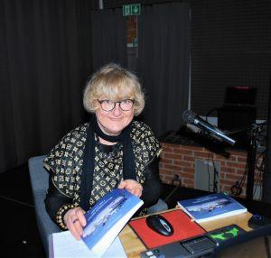 """Krystyna Pohl - autorka książki """"Szczecińskie promy i nie tylko"""""""