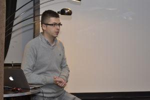 """Adam Łyczakowski, przedstawiciel firmy """"Freedomes"""", opowiada o namiotach sferycznych"""