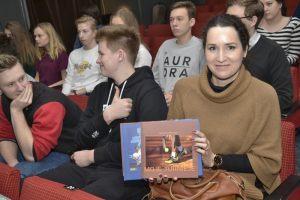 Pani Agata, nauczycielka języka polskiego I LO w Szczecinie, prezentuje Wydawnictwo Pekao Open