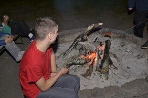 uczestnik spotkania przy ognisku