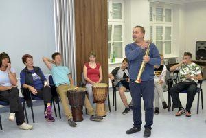 zajęcia umuzykalniające - prezentacja saksofonu sopranowego